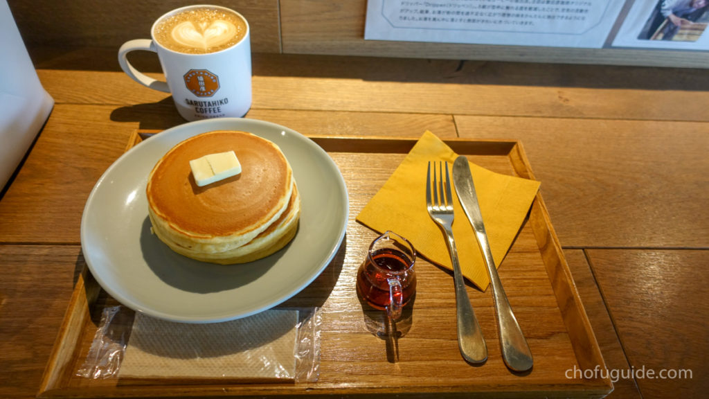 『ホットカフェラテ』と『寿太郎のホットケーキ』を注文