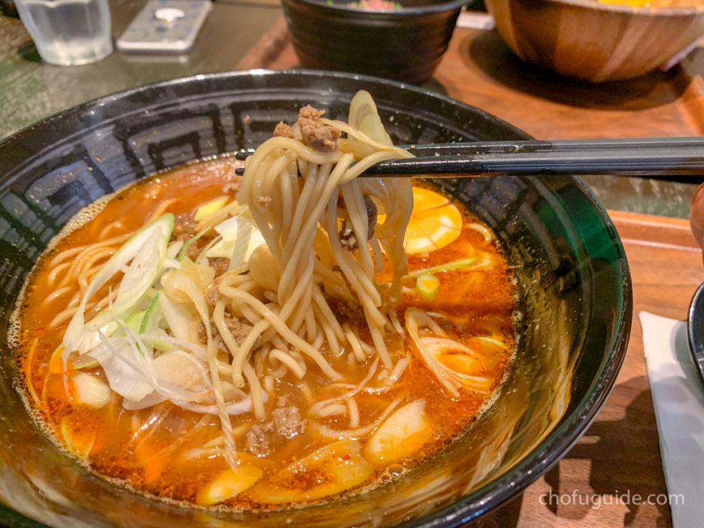 担々麺好きにはたまらない香りとモチモチの細麺、そしてピリリとくる辛さが美味しい!