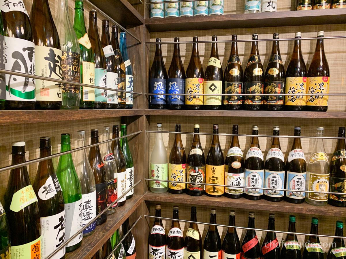 日本酒の瓶がズラリ