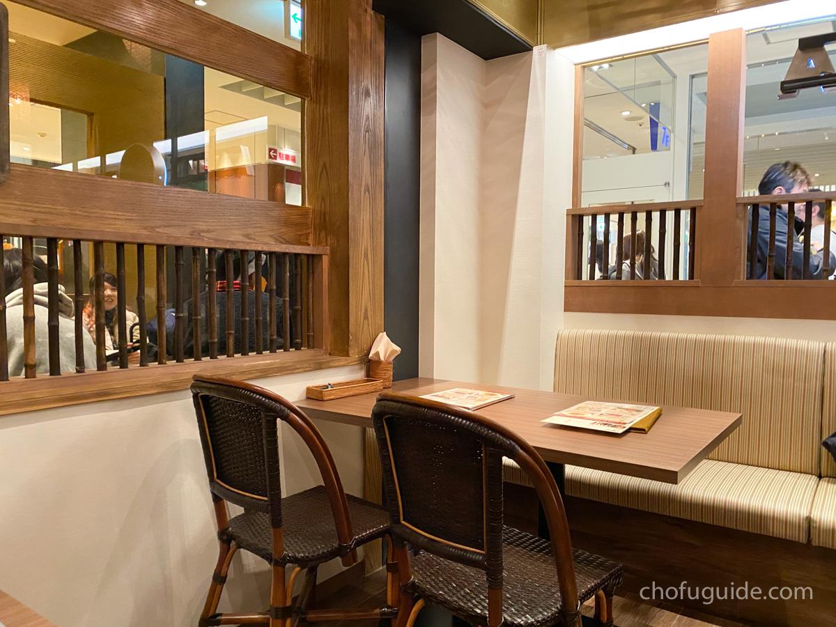 インドカレー&インド創作料理『ローカルインディア』の店内