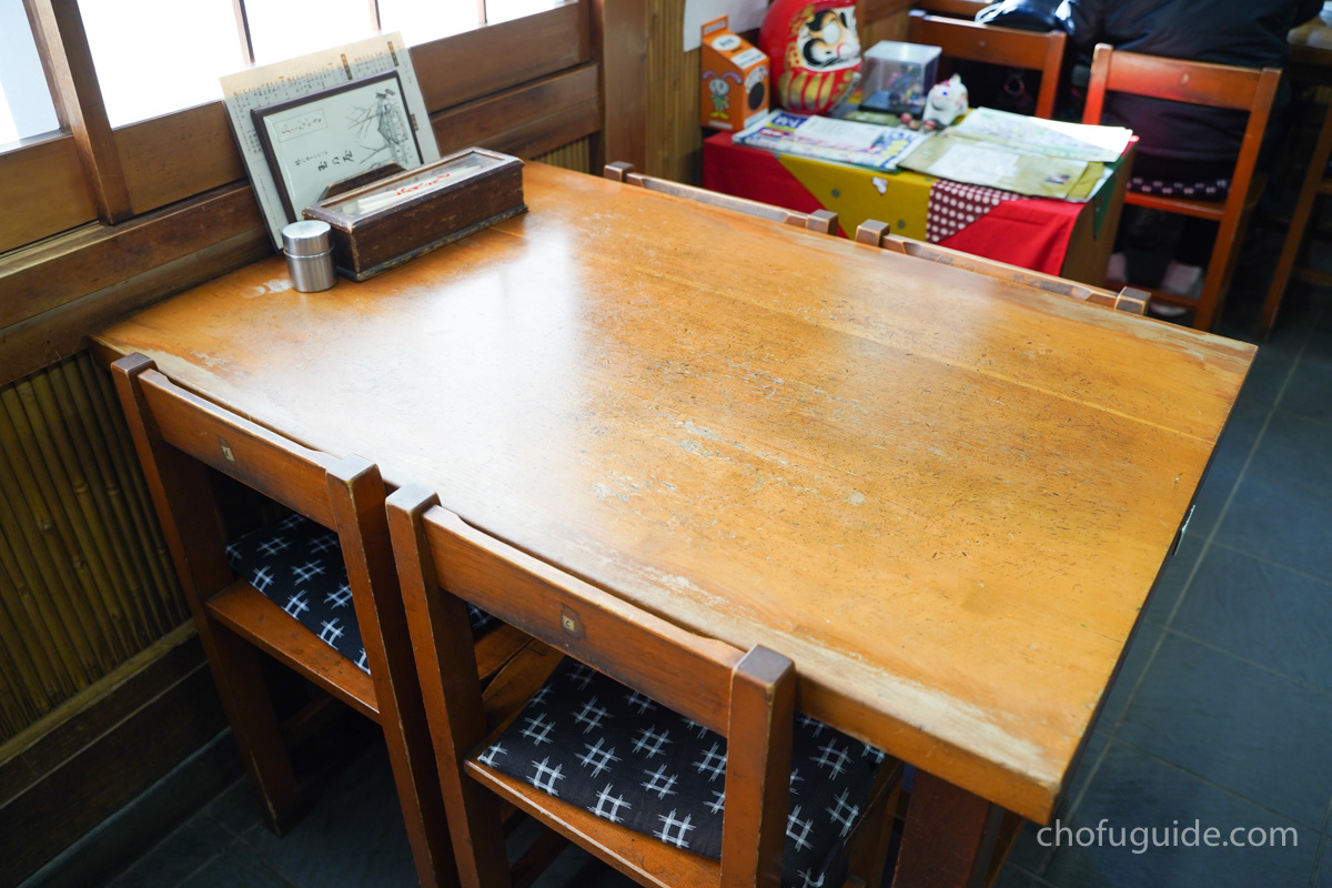 玉乃屋のテーブル