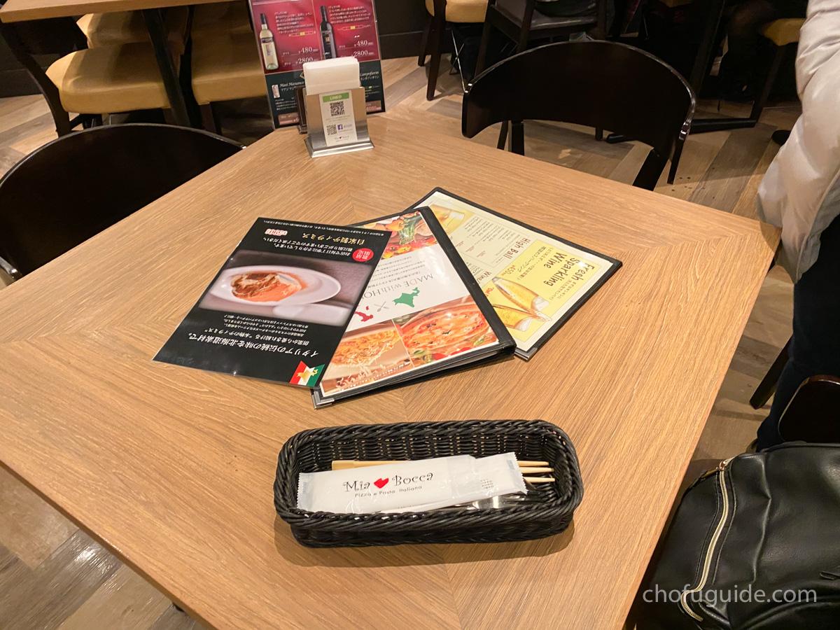 ミアボッカのテーブル席