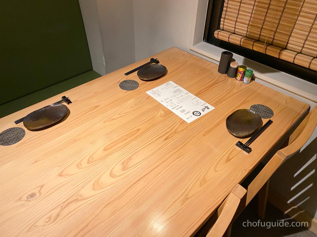 個室テーブル席へ