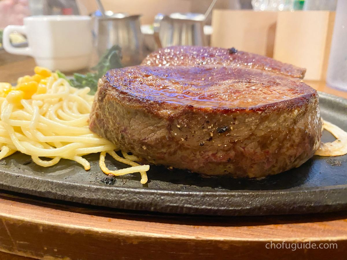 1ポンドステーキの分厚さ