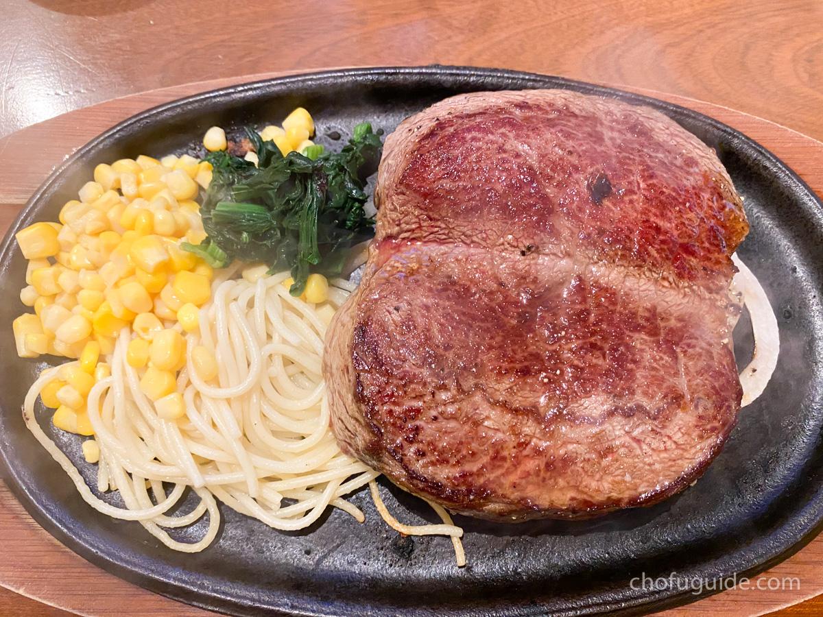 上質な肉々しいステーキ