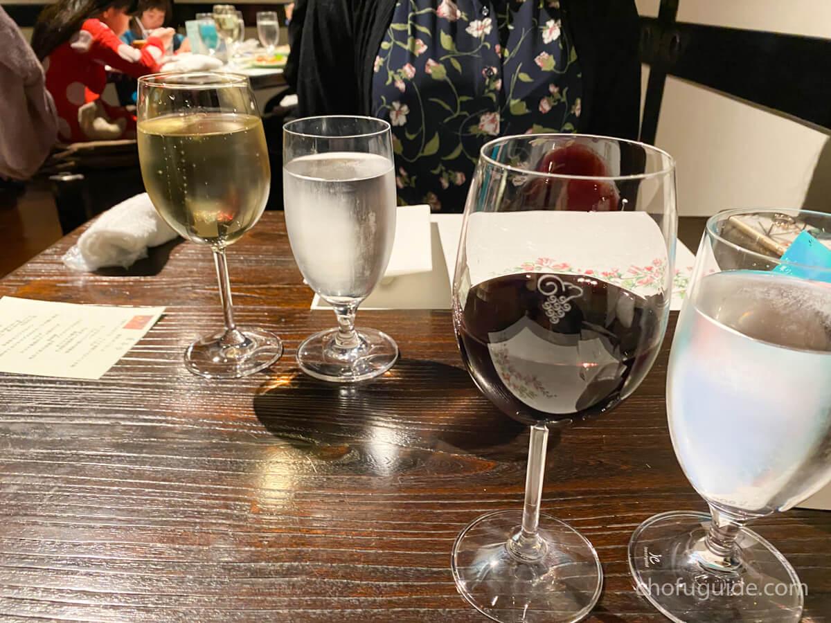 まずはワインで