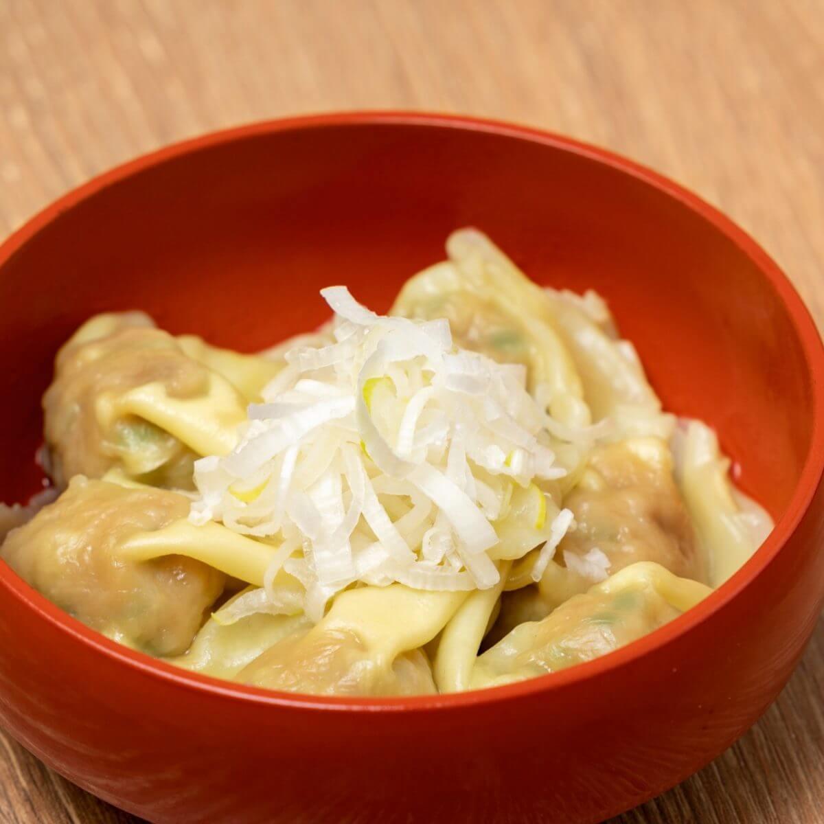 つるっともちもち食感がクセになる全国の「肉汁餃子のダンダダン」で「皿ワンタン」