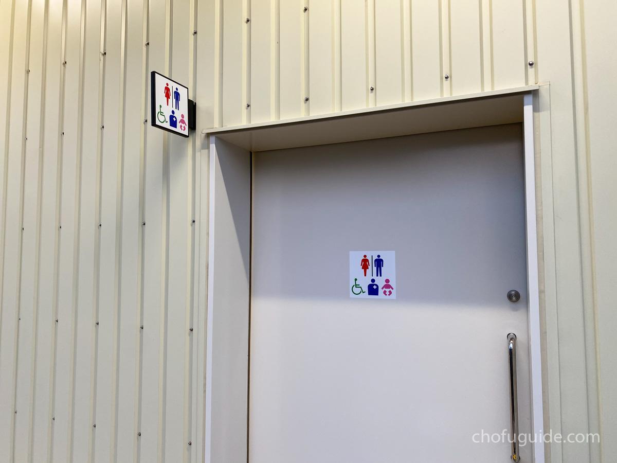 駐車場側にトイレ